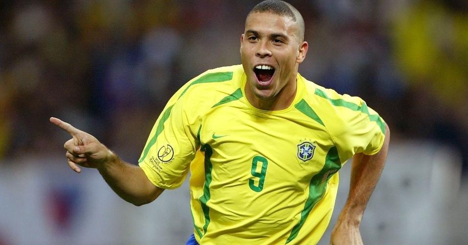 Ronaldo comemora gol marcado na Copa do Mundo de 2002