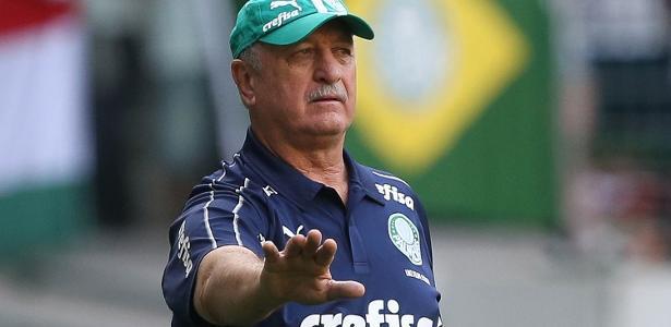 Felipão recebe convite e inicia conversas para treinar Colo-Colo
