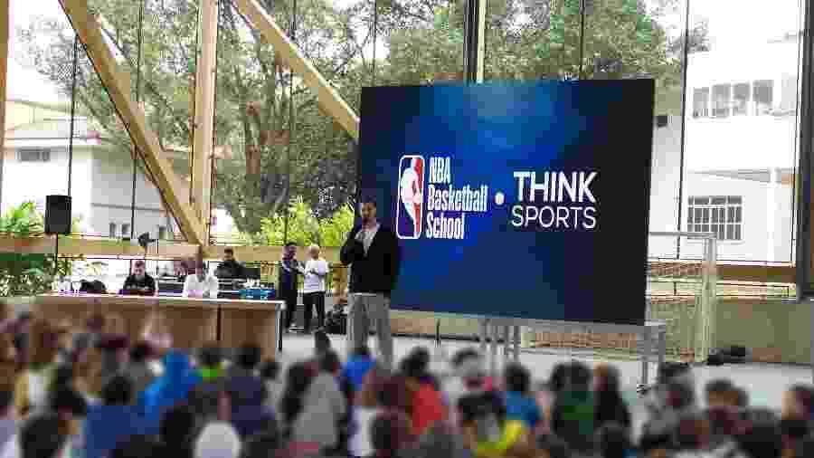 Tiago Splitter durante apresentação da NBA Basketball School, na Escola Concept, em São Paulo - Divulgação