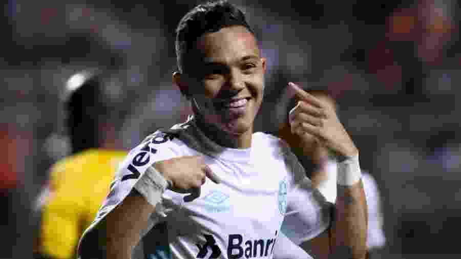 Pepê comemora o gol anotado pelo Grêmio no jogo contra o Atlético-MG pelo Campeonato Brasileiro - Fernando Moreno/Agif