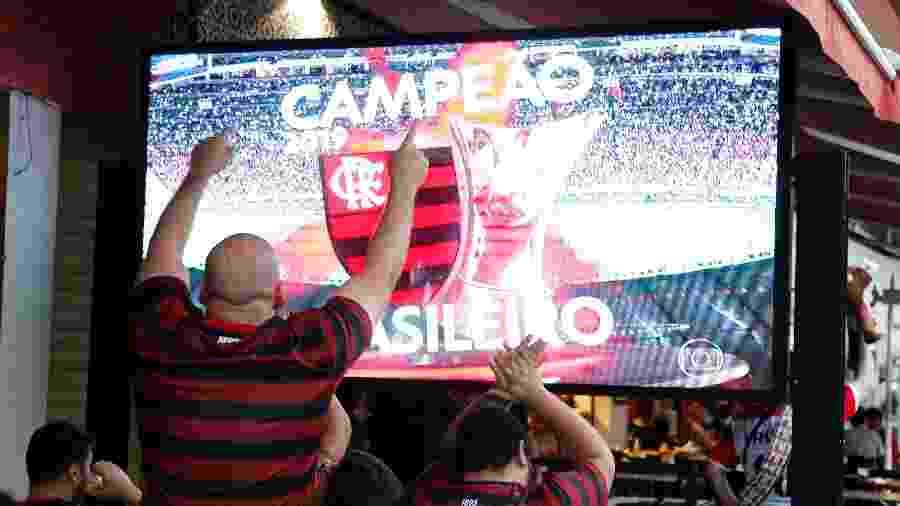 Torcedores do Flamengo comemoram título do Brasileirão em 24 de novembro de 2019 - Miguel Schincariol/Getty Images