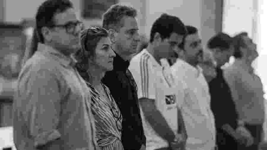 Presidente do Flamengo Rodolfo Landim e vice Rodrigo Dunshee em missa em homenagem às vítimas do incêndio no Ninho  - Paula Reis / Flamengo