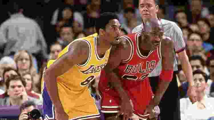 Kobe Bryant e Michael Jordan - Andrew D. Bernstein/NBAE via Getty Images - Andrew D. Bernstein/NBAE via Getty Images