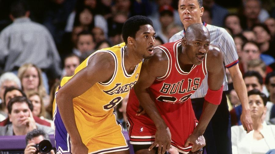 Kobe Bryant e Michael Jordan duelam em jogo no dia 1º de fevereiro de 1998 em Los Angeles - Andrew D. Bernstein/NBAE via Getty Images