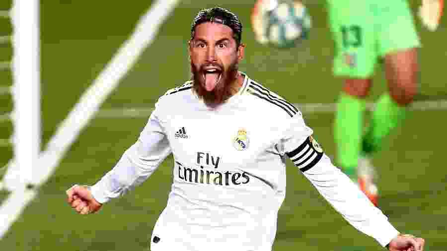 Sergio Ramos comemora outro gol de pênalti para o Real Madrid - REUTERS/Sergio Perez