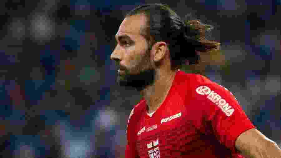 Léo Gamalho comemora gol marcado pelo CRB contra o Cruzeiro em partida pela Copa do Brasil 2020 - Fernando Moreno/AGIF