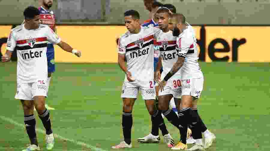 Jogadores do São Paulo celebram gol de Brenner contra o Fortaleza, pelas oitavas de final da Copa do Brasil - Kely Pereira/AGIF