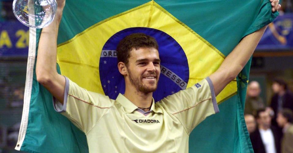 Guga celebra vitória no Masters Cup, em Lisboa, há 20 anos