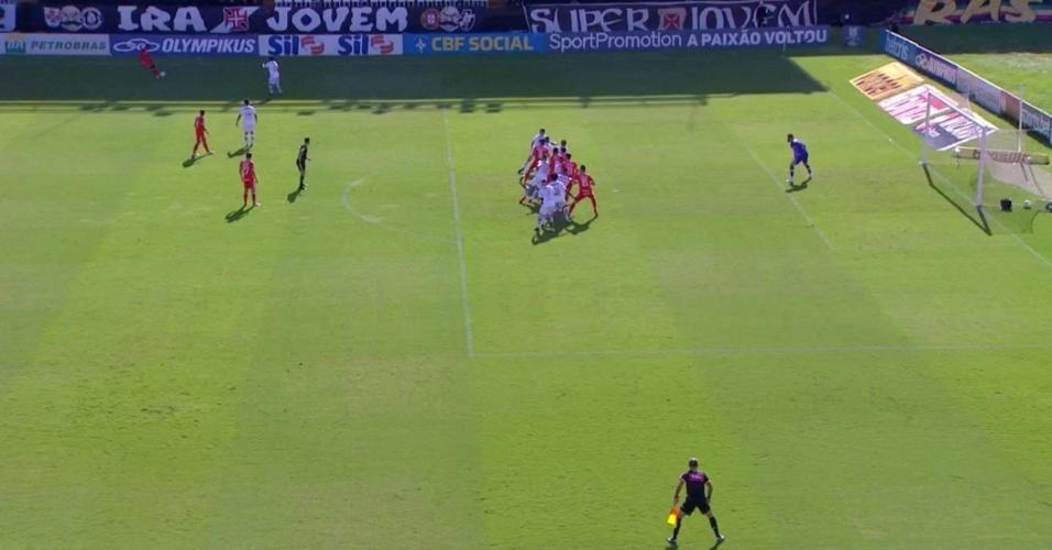 Imagem do dossiê do Vasco tenta mostrar que Rodrigo Dourado estaria em posição de impedimento no lance do primeiro gol do Inter
