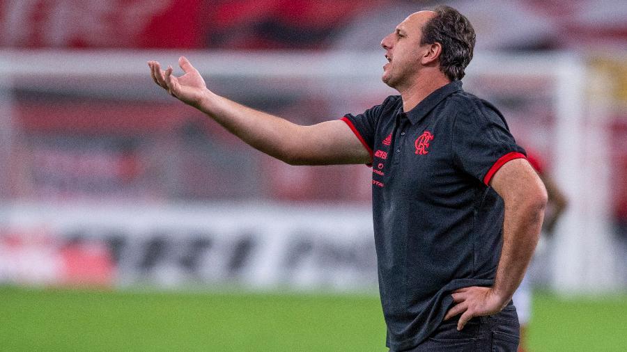Rogério Ceni orienta jogadores do Flamengo em clássico contra o Vasco - Marcelo Cortes/Flamengo