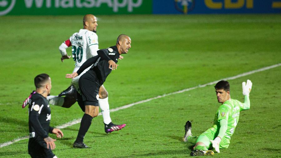 Ytalo faz o segundo gol do Bragantino contra o Palmeiras - Diogo Reis/AGIF