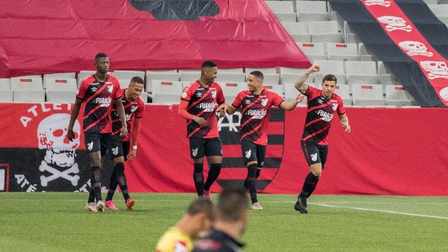 David Terans comemora gol do Athletico contra o Fortaleza - Robson Mafra/AGIF