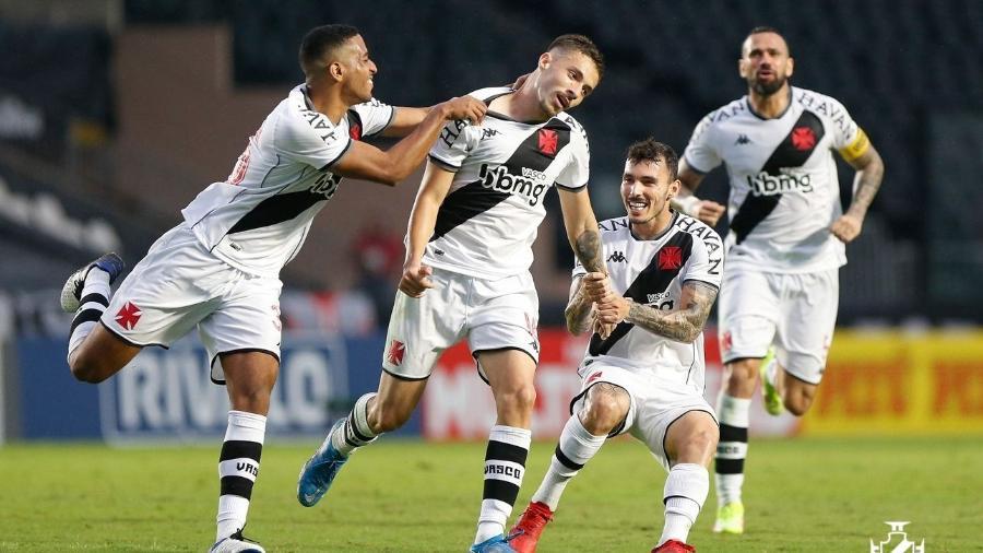 Caio Lopes comemora segundo gol do Vasco na vitória sobre a Ponte Preta, pela Série B do Brasileiro - Rafael Ribeiro/Vasco