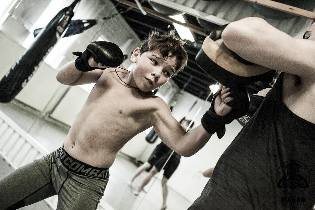 Mikael treina na academia Mjolnir, na Islândia