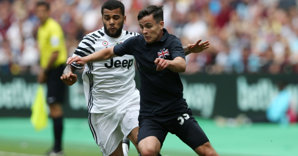 Daniel Alves fez sua estreia com a camisa da Juventus na vitória contra o West Ham