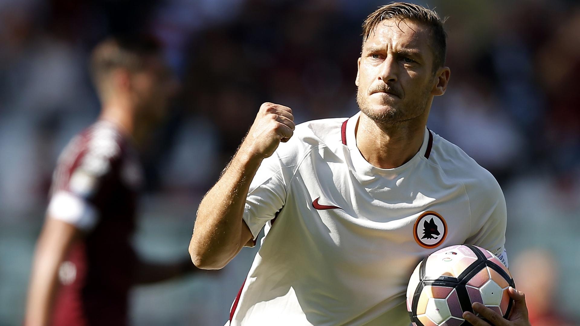 Totti comemora gol contra o Torino