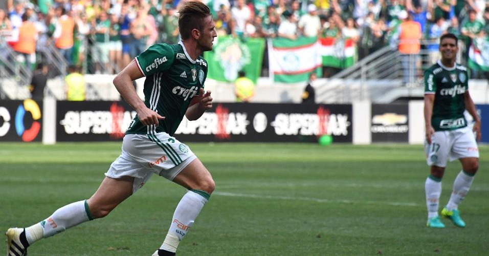 Fabiano corre na comemoração de seu gol no Allianz Parque