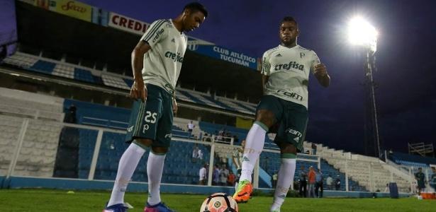 Antônio Carlos, à esquerda, em treino com Borja, do Palmeiras