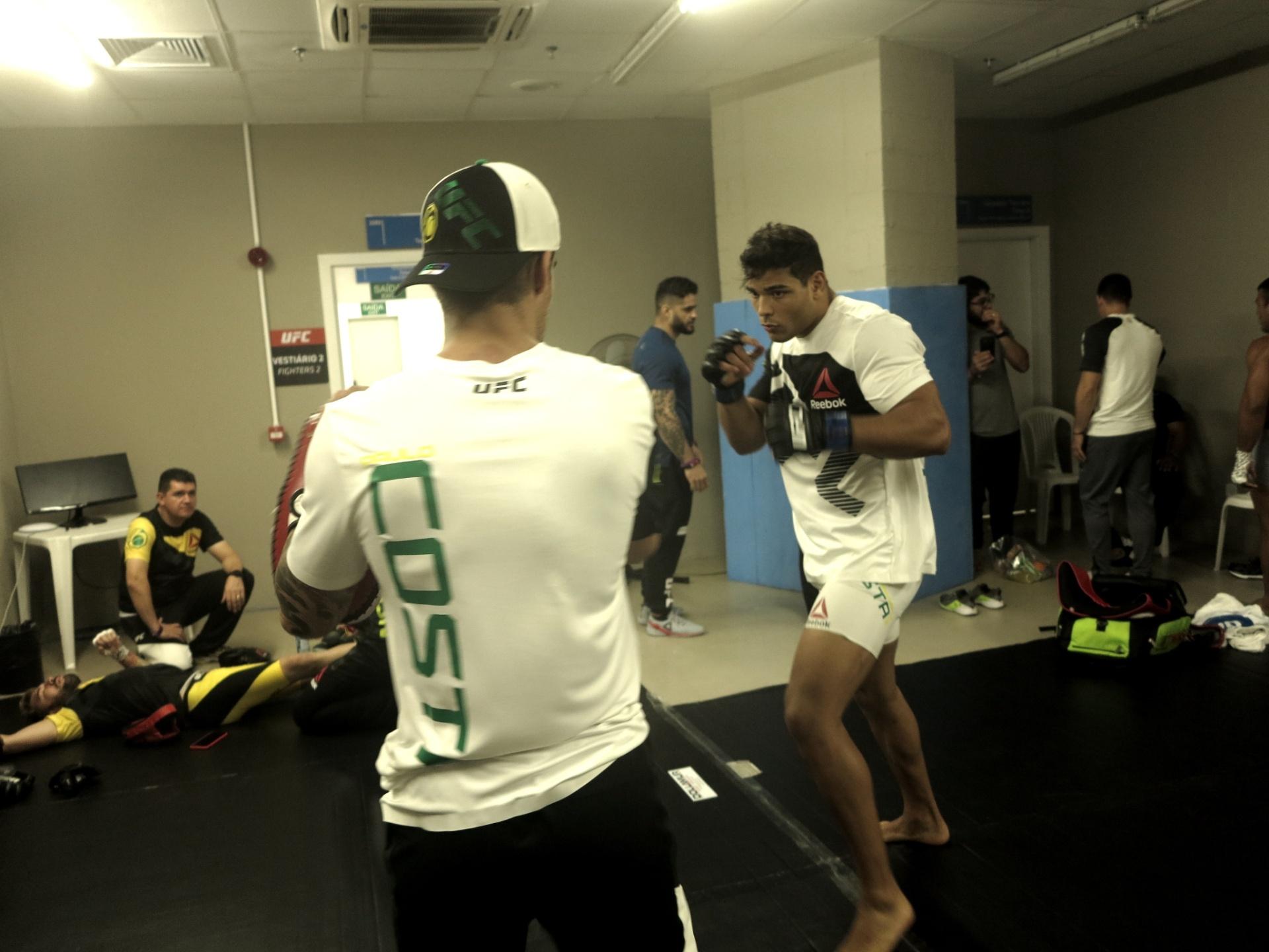 Paulo Borrachinha treina para o UFC Fortaleza