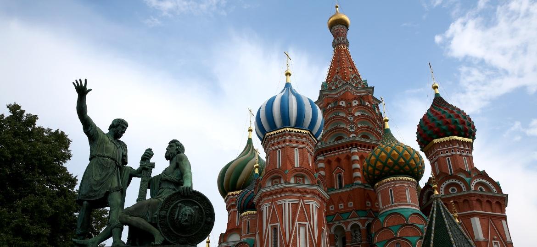 Paisagem de Moscou, capital russa, com a Catedral de São Basílio - Photo by Mark Kolbe/Getty Images