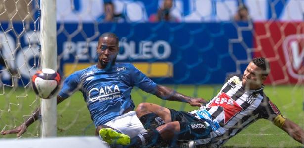 Zagueiro inaugurou o marcador na vitória do Cruzeiro diante do Democrata, no Mineirão