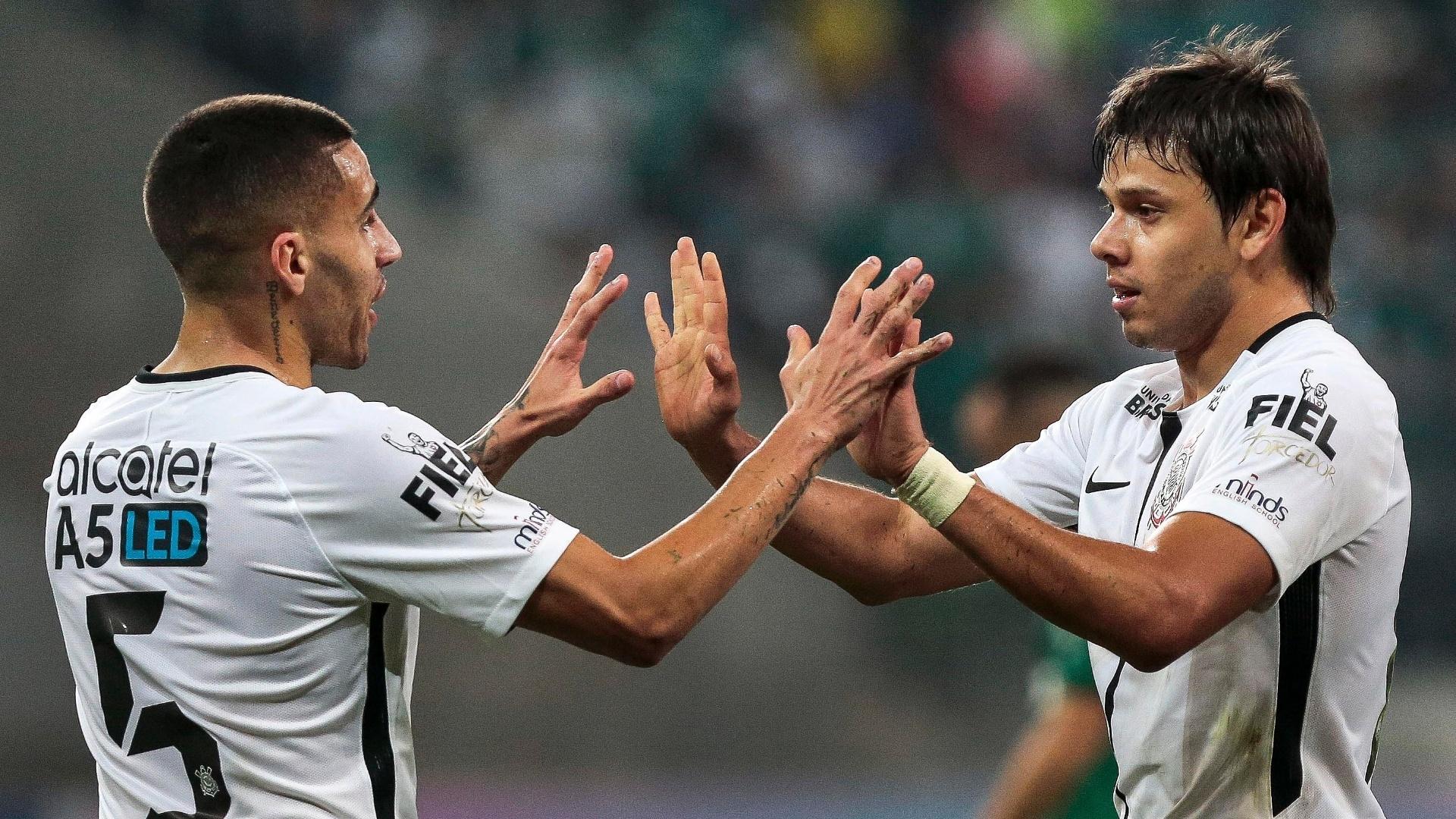 Romero (dir.) deu uma ótima assistência para o segundo gol do Corinthians