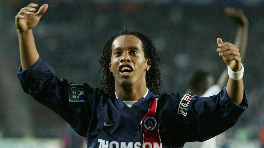 Ronaldinho Gaúcho comemora gol marcado pelo PSG sobre o Olympique de Marselha - Jacky Naegelen/Reuters