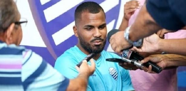 Thales, jogador do CSA-AL, que o Internacional pediu regresso ao grupo