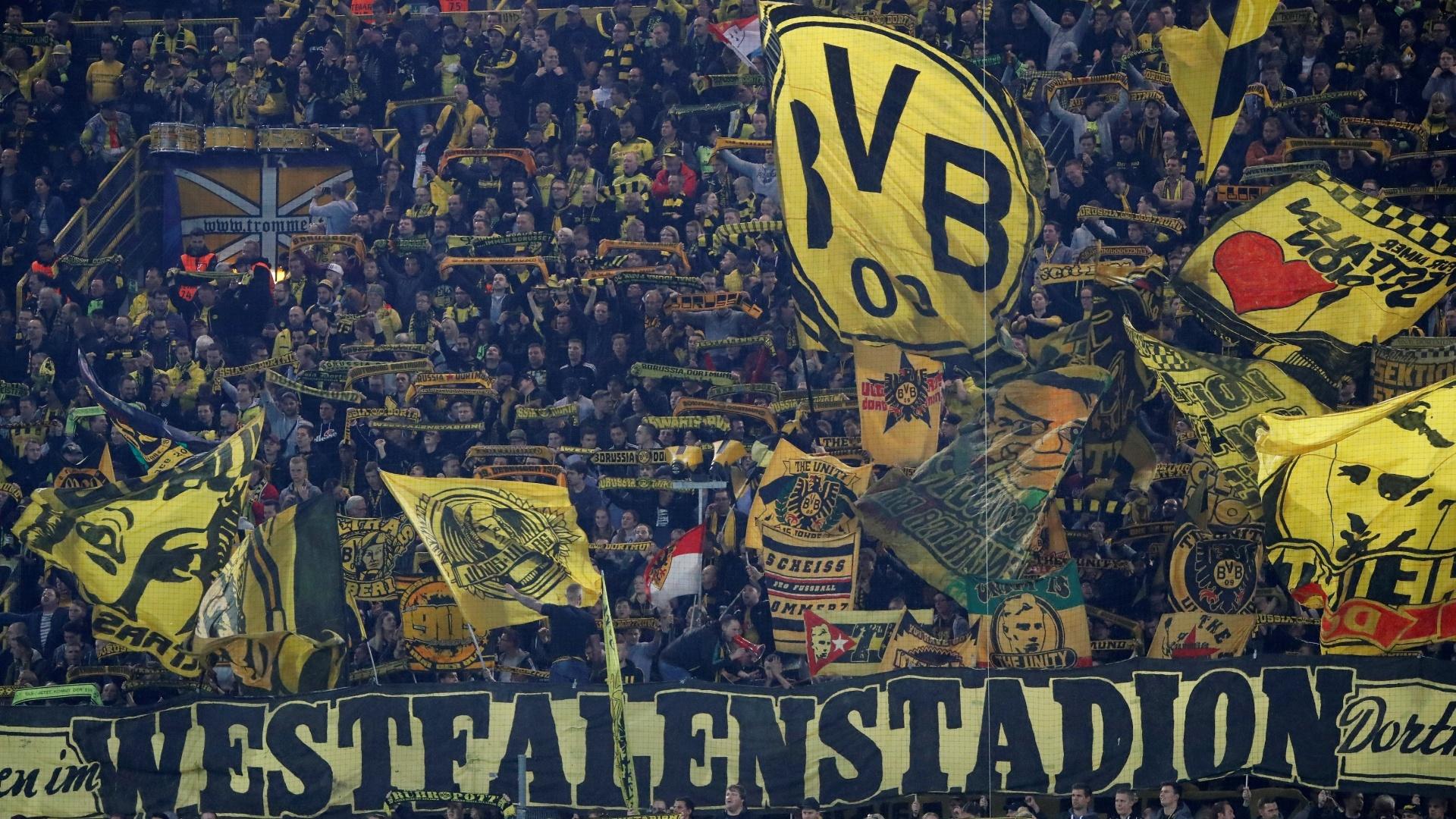Torcida do Borussia Dortmund faz festa para apoiar o time no Signal Iduna Park