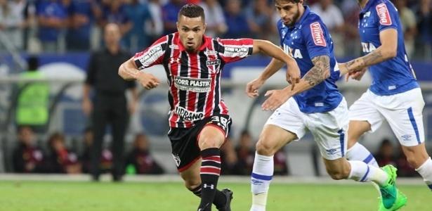 O atacante volta a ser opção de Aguirre para o jogo contra o Corinthians - Rubens Chiri/saopaulofc.net