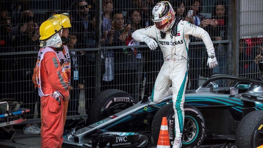 "Lewis Hamilton, da Mercedes, classificou o GP da China como ""desastroso"" - AFP PHOTO / Johannes EISELE"
