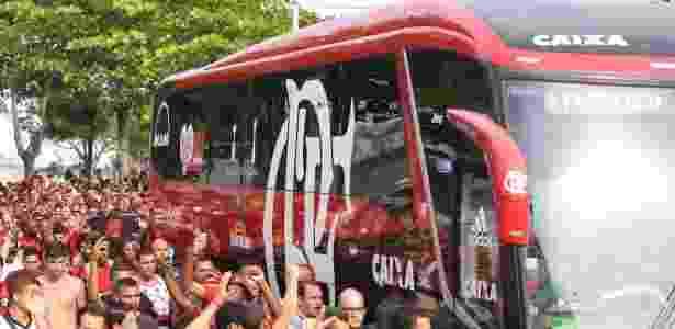 """O ônibus oficial do Flamengo - com os patrocinadores - foi """"aposentado"""" pelos jogadores - Gilvan de Souza/ Flamengo"""