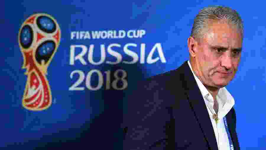 Tite deixa a entrevista coletiva após a eliminação da seleção brasileira para a Bélgica na Copa do Mundo - Michael Regan - FIFA/FIFA via Getty Images