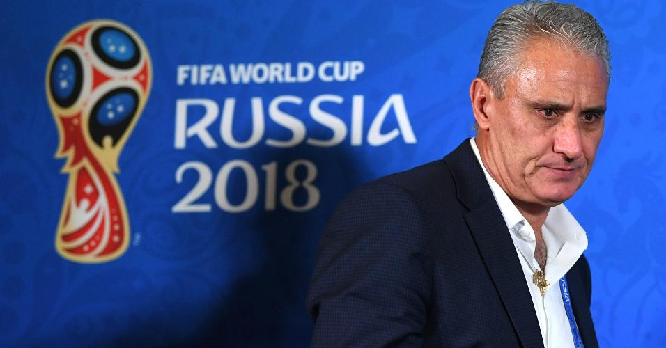 Tite deixa a entrevista coletiva após a eliminação da seleção brasileira para a Bélgica na Copa do Mundo