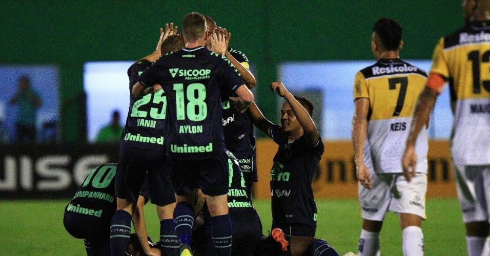0a9b788fe Jogadores da Chapecoense comemoram gol contra o Criciúma