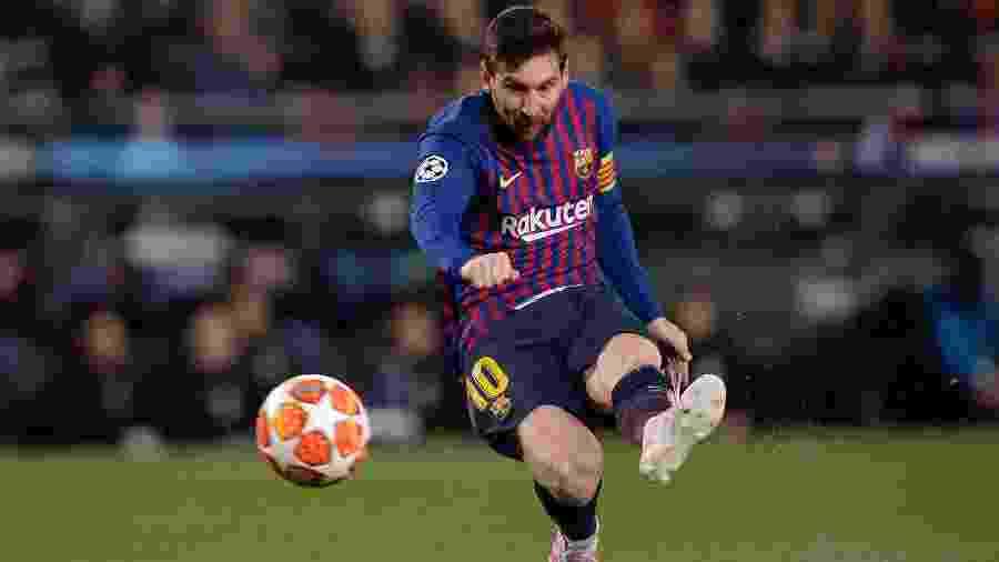 Faltam 40 gols com a camisa do Barcelona para Messi superar marca de Pelé pelo Santos - Pau Barrena/AFP