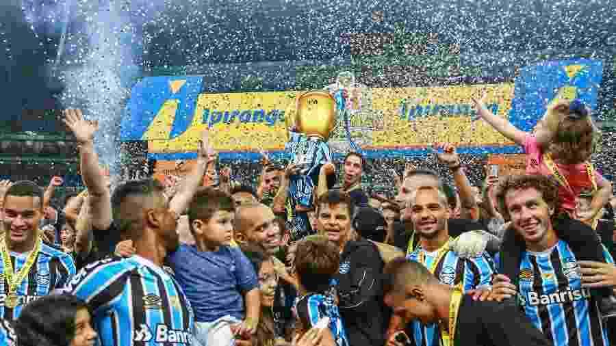 Diego Tardelli participa de festa de título do Grêmio no Campeonato Gaúcho - Lucas Uebel/Grêmio