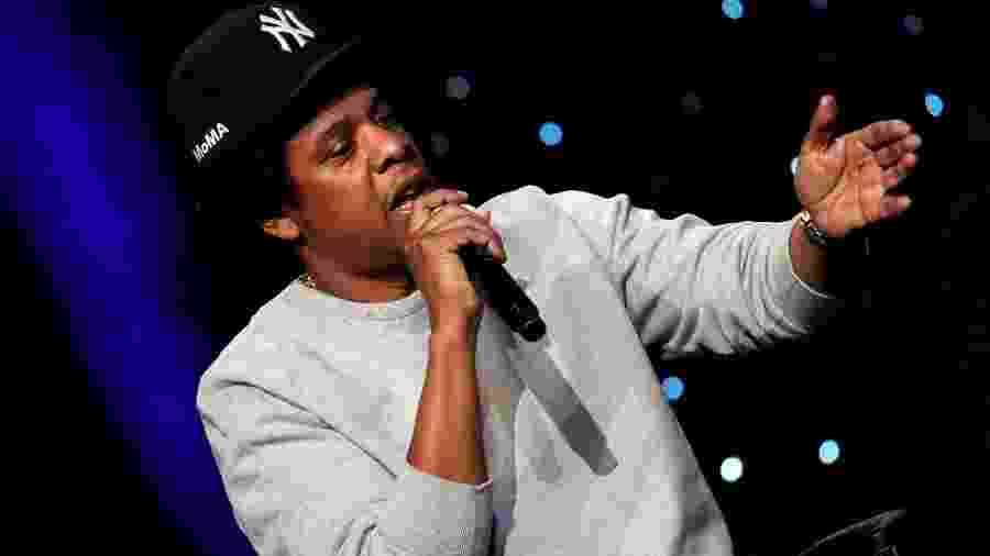 Jay-Z discursa durante evento em Nova York; dono da Roc Nation, rapper é o novo parceiro da NFL - Mike Segar/Reuters