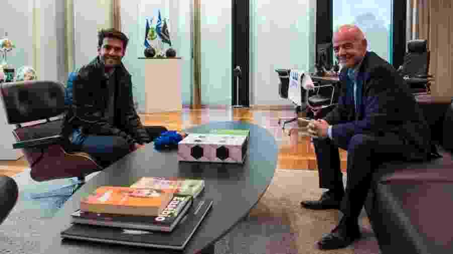 Kaká e Gianni Infantino,  presidente da Fifa, durante encontro na sede da entidade, em Zurique, na Suíça - Divulgação/Fifa