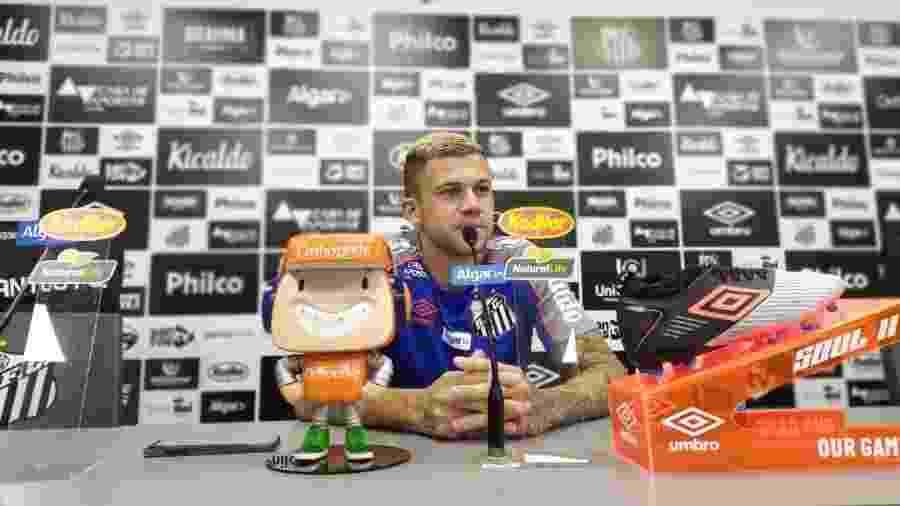 Jobson concede entrevista coletiva no CT do Santos - UOL