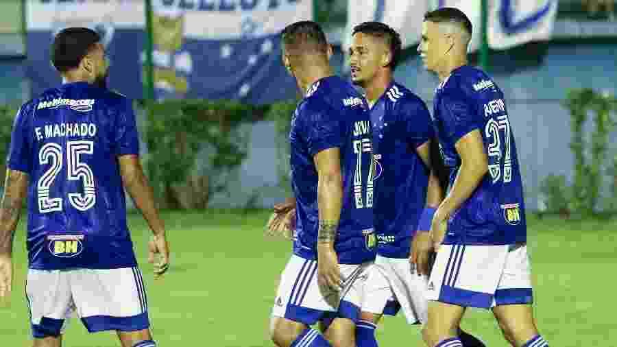Filipe Machado, Jhonata Robert e Roberson estrearam juntos e receberam elogios do comandante celeste - Fernando Priamo/Light Press/Cruzeiro