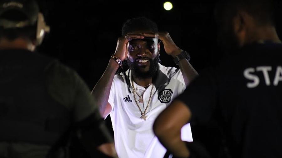 Adebayor jogou pouco pelo Olimpia e acabou deixando o clube sem marcar gols - Divulgação