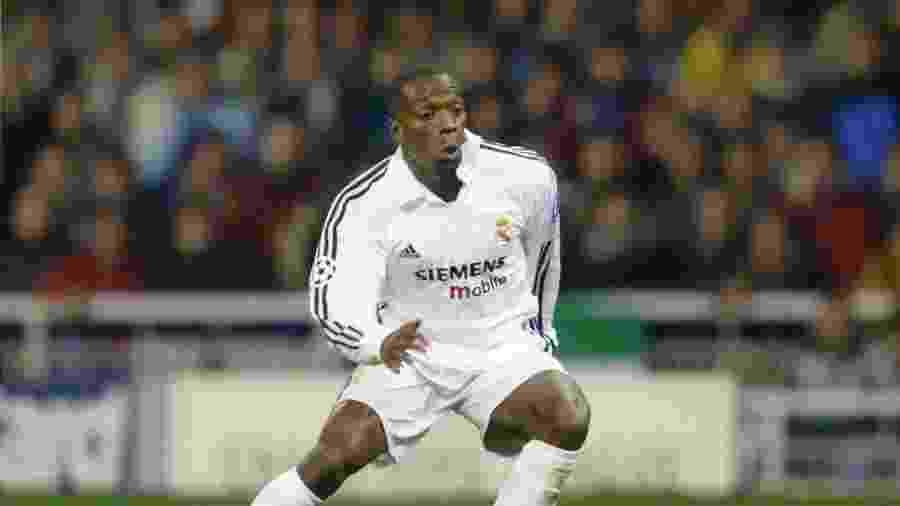 Claude Makélélé, em ação pelo Real Madrid na temporada 2002/2003 - Andreas Rentz/Bongarts/Getty Images