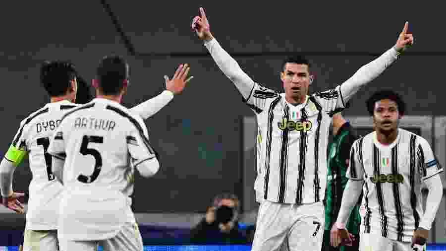 Cristiano Ronaldo celebra gol da Juventus contra o Ferencváros - Miguel Medina/AFP