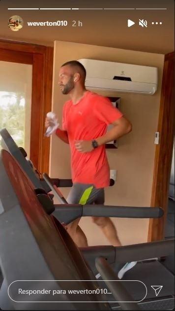 Weverton treinando durante as férias