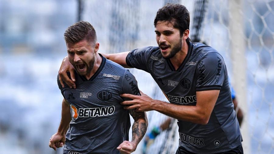 Eduardo Sasha e Igor Rabello comemoram gol do Atlético-MG no Mineirão; ambos estão com covid-19 - Divulgação/Mineirão