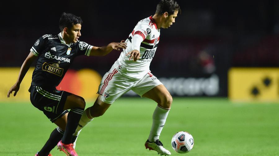 Hernanes, do São Paulo, em ação durante a partida contra o Sporting Cristal, pela Libertadores - Staff Images / Conmebol