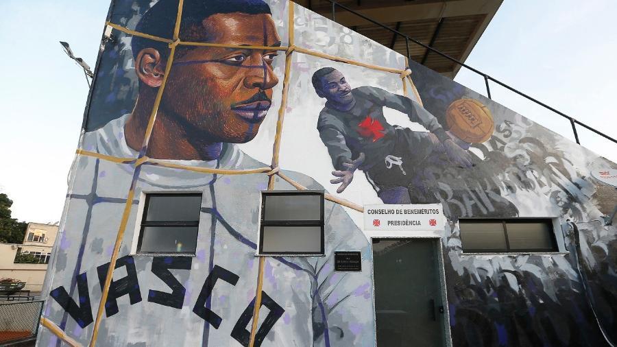 Barbosa foi homenageado em mural grafitado em São Januário - Rafael Ribeiro/Vasco