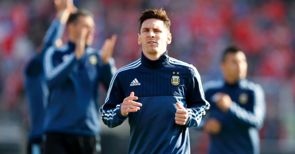 Lionel Messi se aquece antes da final da Copa América