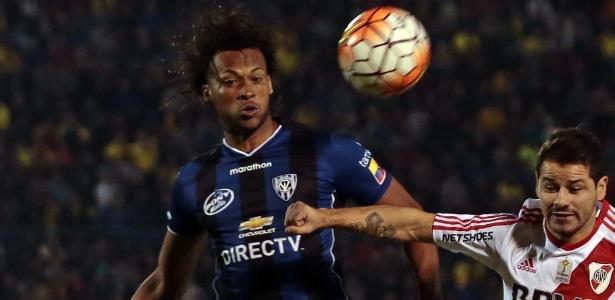 Arturo Mina está na mira do Flamengo para a sequência da temporada